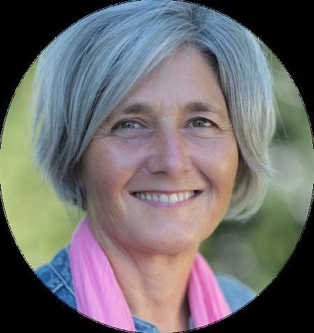 Susanna Vogel-Engeli ist Expertin für Fragen rund um Erziehung und Beziehung für Eltern, Paare und Einzelpersonen.