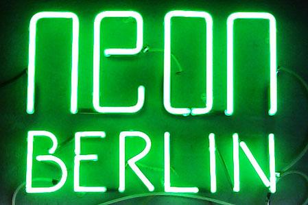 Berlin Grün Neonbuchstaben // Neonjoecks Berlin