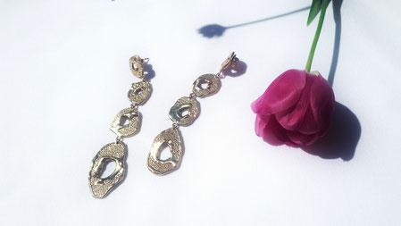 """Ohrringe aus der Serie """"Skin Ray"""", Silber vergoldet, € 380 .-"""