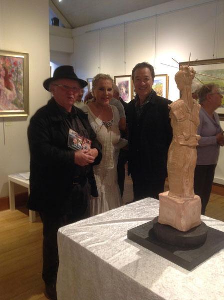 Entourant Renata, Alain Pharisien, conteur et spécialiste de la famille Renoir et Akira Murata...