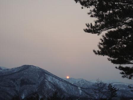 本日夕方5時頃撮影。くっきりとした円が印象的!