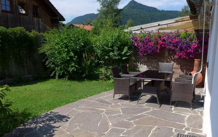 eigene Terrasse und Liegewiese