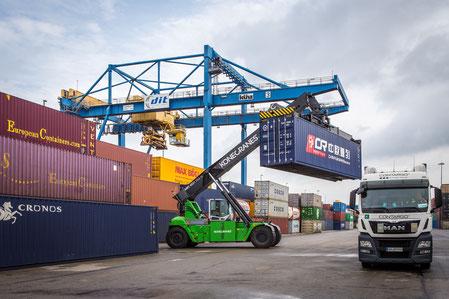 Hybrid Reach Stacker-nachhaltiger Containerumschlag