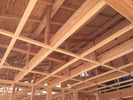良質な天然素材を使用した建築途中の様子
