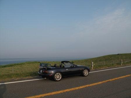 5:15 襟裳岬近く。清清しい風景。私の影が入っている。。