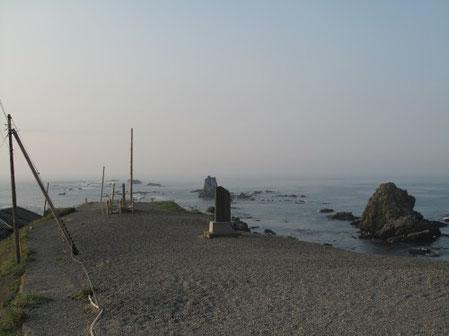 6月28日5:03  襟裳岬。ホントに何もない、、いや背後には立派なお店が沢山あります。