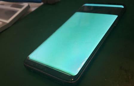 Samsung Galaxyパネル故障で緑色に発色