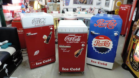 Vintage Kühlschrank Rot : Vintage kühlschränke im showroom hellwig s retrolook