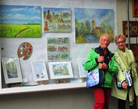 Künstlerfamilie Glathe vor ihrem Lichtenrader Kunstfenster