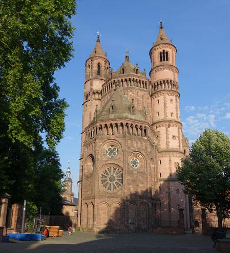 Quelle: Franzfoto, Worms - Dom Sankt Peter, Sicht von Westen, CC BY-SA 4.0