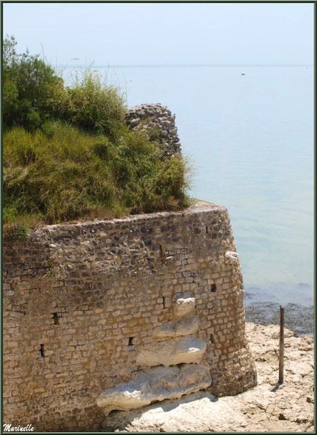 Anciennes fortifications de la Promenade des Remparts à Talmont-sur-Gironde avec vue sur La Gironde, Charente-Maritime
