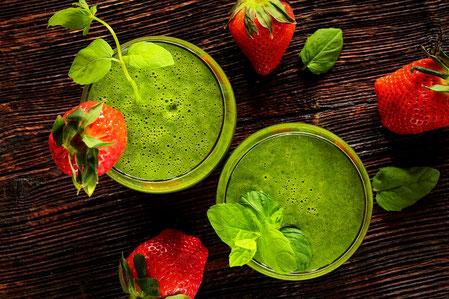 Detox Rezepte: Gruener Smoothie mit Erdbeeren