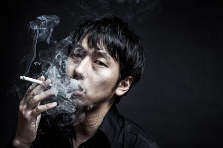 タバコを吸う男性は女性から嫌われている。煙たいだけでダサい