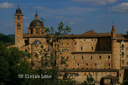 Urbino mit den Zwillingstürmen
