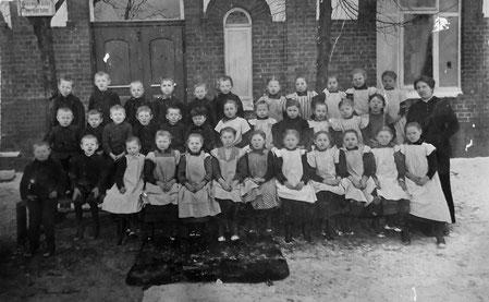 Klassenfoto des Geburtsjahrgangs 1907