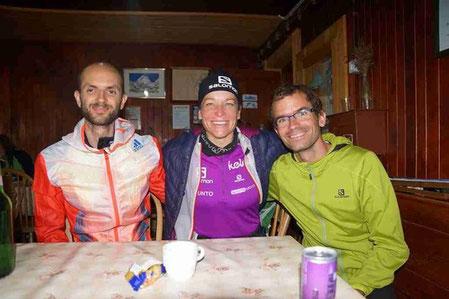Lukas Gärtner, Sabine Kozak, bei der Hütte 800 Höhenmeter untern Gipfel vom Grintavec