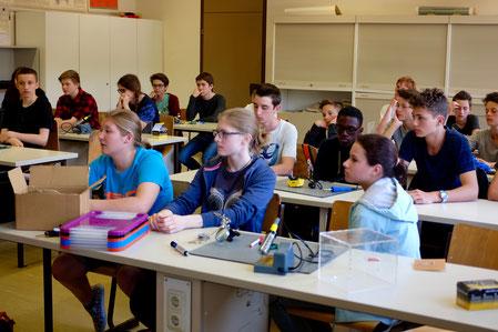 Schüler/-innen in einer Klasse