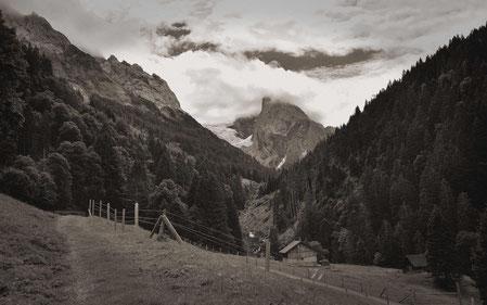 monchrome , Schwarz/Weiß, alt, alpen, alpin,wiese, wald,bären trek, weitwandern, trekking, wandern,meiringen,wolken,himmel,natur,historisch