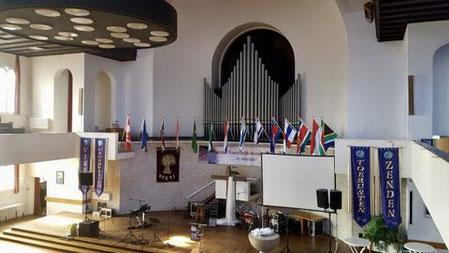 Kerk aan het Breeplein in Rotterdam met het orgel. Daar boven de verborgen zolder.