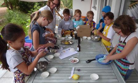 Kinder-Ferien-Spaß-Aktion, Ferien-Spaß VG Rüdesheim, Seifen färben und formen für Kinder