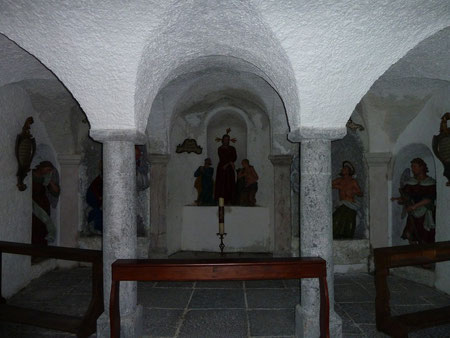 Kerkerkapelle unterhalb des Golgathahügels mit der Kreuzigungsgruppe