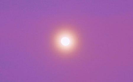 Mondaufgang kurz nach Sonnenuntergang