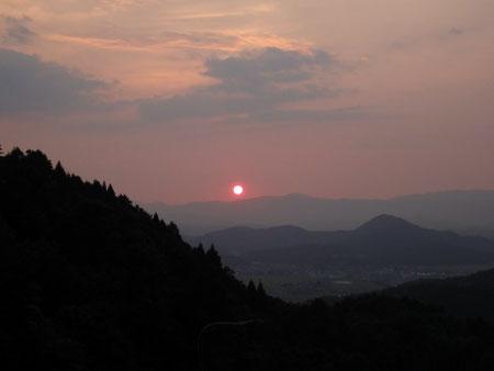 登山途中での日の入り