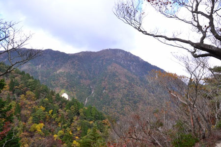 高度を上げてくると御在所岳も身近に感じられる