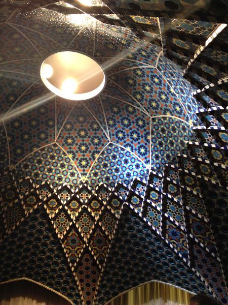 INAXラブミュージアムにある世界のタイル博物館 再現されたイスラームのタイル張りドーム天井