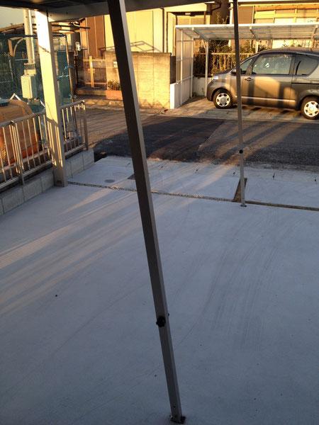 サポート柱の設置。これで、30cmの積雪まで対応が可能