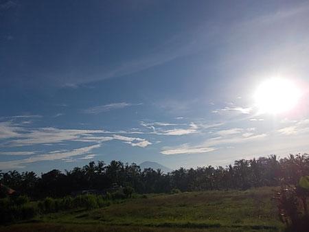 アグン山も見れる散歩道のロケーションに位置します  朝の空気は気持ちがいいー!