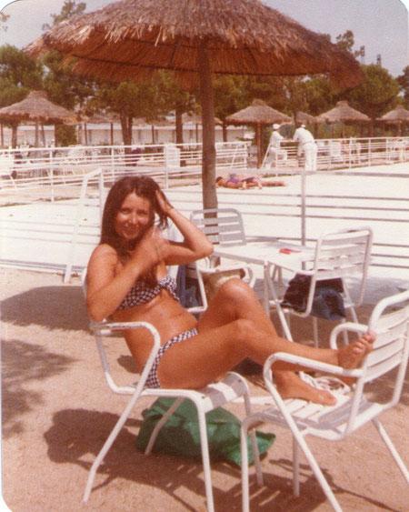 Muy relajada en la piscina.........del hotel.