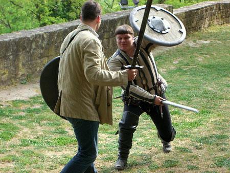 Fechten mit Trainingsschwertern