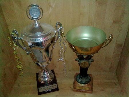 Rechts: der alte Wanderpokal von 1991-2005. Links: der neue Wanderpokal ab 2006
