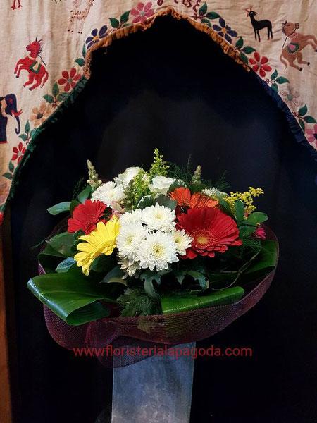 Ramo multicolor con gerberas y margaritas.Ref RVM280217b