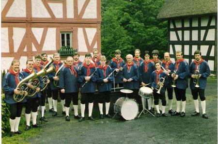 Blaskapelle im Gründungsjahr in Westerwälder Tracht