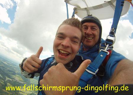Fallschirmsprung Landshut Bayern in Dingolfing. Fallschirmspringen Tandemsprung Landshut