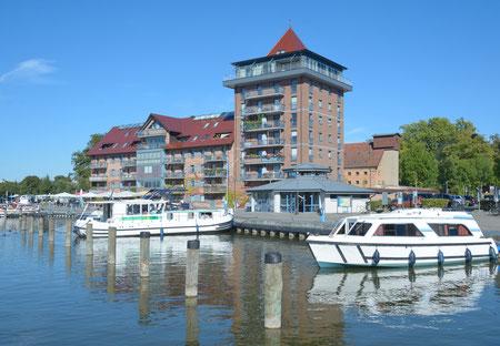 im Stadthafen von Neustrelitz in der Mecklenburgischen Seenplatte,Mecklenburg-Vorpommern,Deutschland | #120845964 © travelpeter / Fotolia