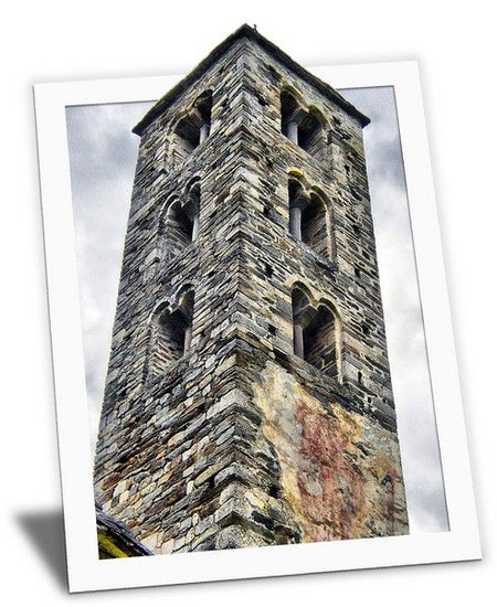 Kirchturm im Bilderrahmen