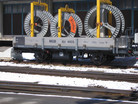 Güterwagen der MGB im Bahnhof Andermatt
