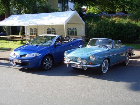 Alt und neu nebeneinander: Der Renault Caravelle von 1964 und der Megane von 2007