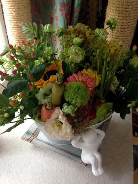 なんと有機野菜とお花のアレンジメント 観て食べて二度美味しい