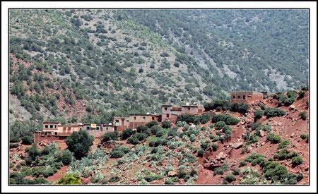 Un village berbère dans les montagnes du haut Atlas