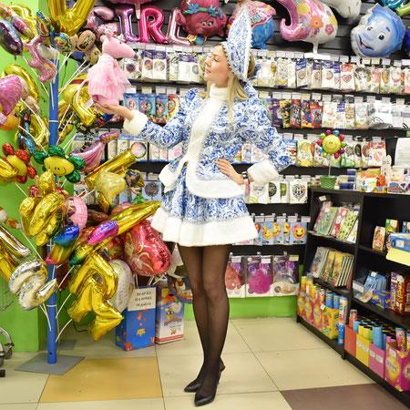 Новогодние костюмы Снегурочки купить в Казани можно в магазинах компании Волшебник.