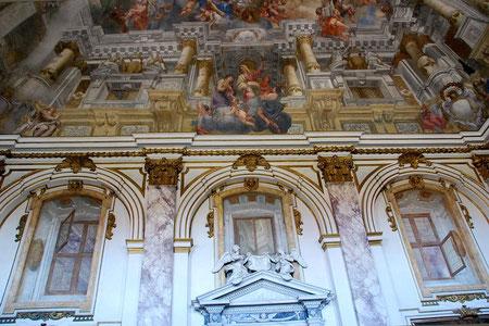 Церковь Сан Маттео. Пиза. Расписной плафон создает иллюзию пространства.