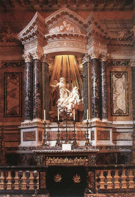Фрагмент интерьера церкви Санта Мария делла Витториа со скульптурой Л.Бернини «Экстаз святой Терезы. Пышность и театральность места действия в ансамбле с динамикой и экспрессией скульптуры.