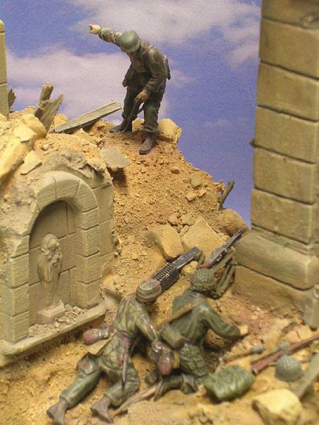 Die Fallschirmjäger sind mit leichten Infanteriewaffen ausgestattet