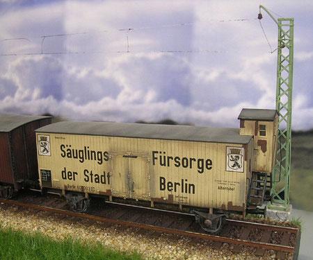 Zeitgenössischer Güterwagen mit Bremserhäusschen