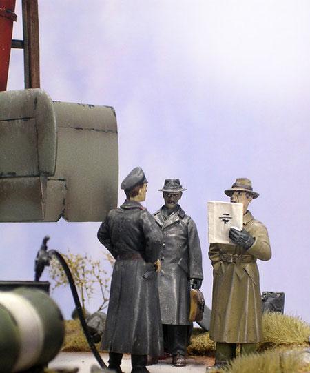 """Ingenieure und Ofiizier sind von Verlinden und Legend - wichtig ist hier der Blickkontakt zwischen den drei """"Akteuren""""."""
