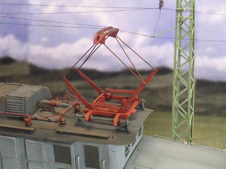 Funktionierende Stromabnehmer mit Federspannung